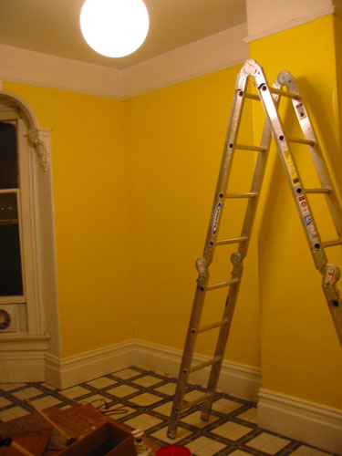 front_bedroom_yellow