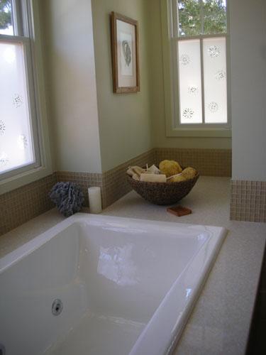 Weird tub nook
