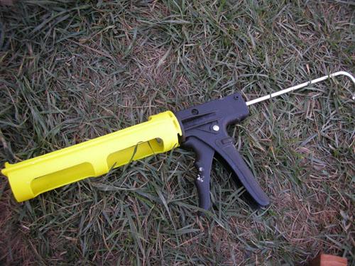 Dripless caulk gun