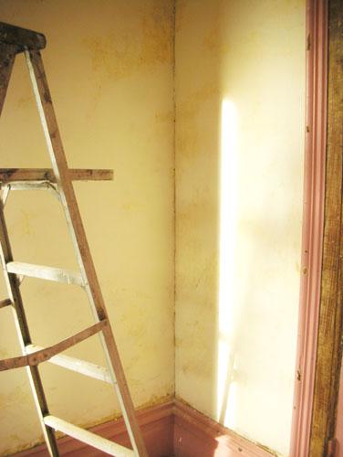 Corner of the plaster before caulk