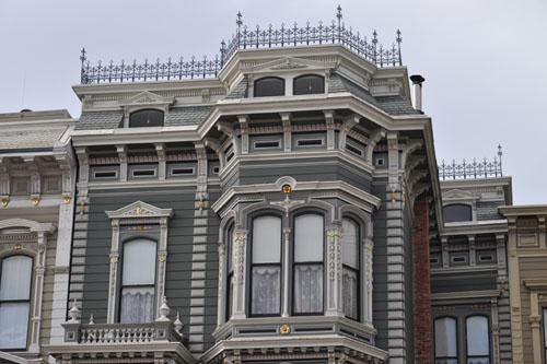 Roof crown