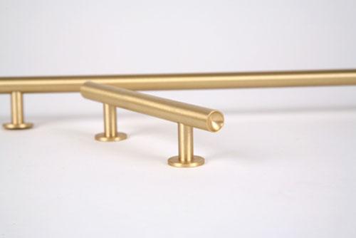 Lewis Dolin round bar pull
