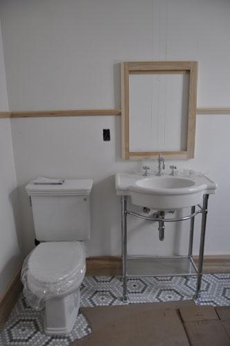 Accordion Room plumbing fixtures