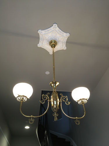 Entry medallion with chandelier